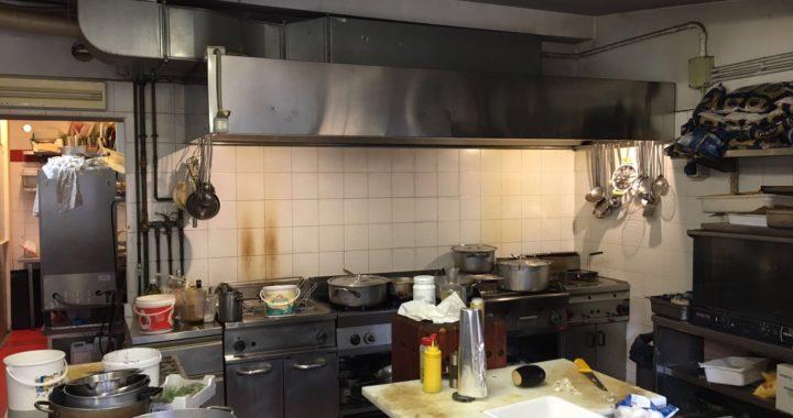 cucina industriale sporca