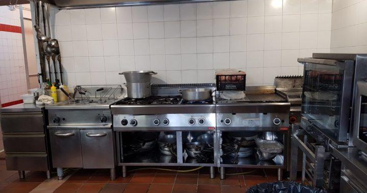 cucina industriale pulita